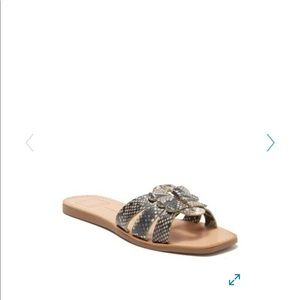 Dolce Vita Cyra flat sandals